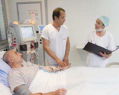 patient dialysé pris en charge par l'équipe soignante